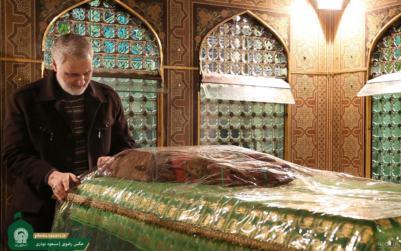 عکس حرم امام رضا با سردار سلیمانی