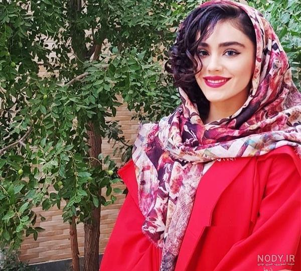 عکس زهرا کیانی در حال اجرا