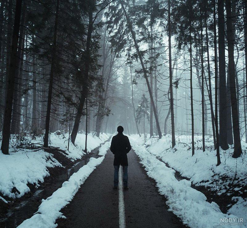 عکس مرد تنها در جاده