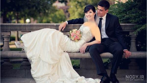ژست عکس نشسته عروس و داماد